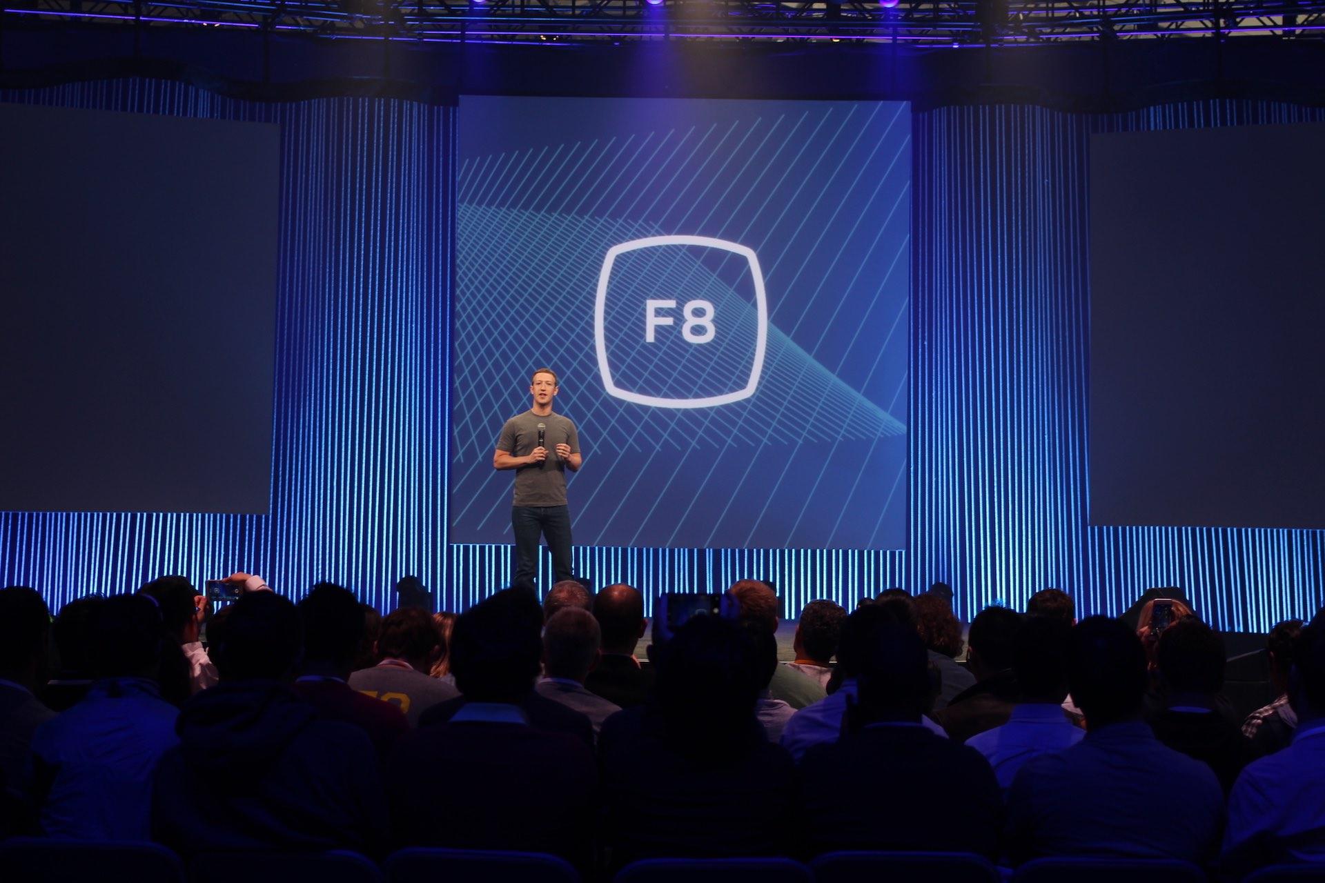 La mayor parte de los estadounidenses consultan noticias en Facebook, pero sólo un 18% confía en la red social