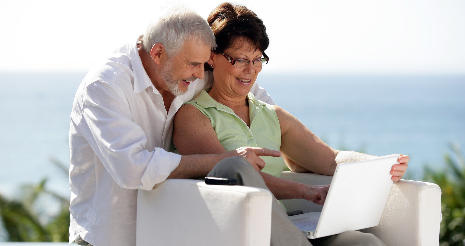 mayores-65años-comparten-noticias-falsas