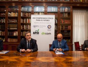 Firma de APM, FAPE, APIE y Dircom